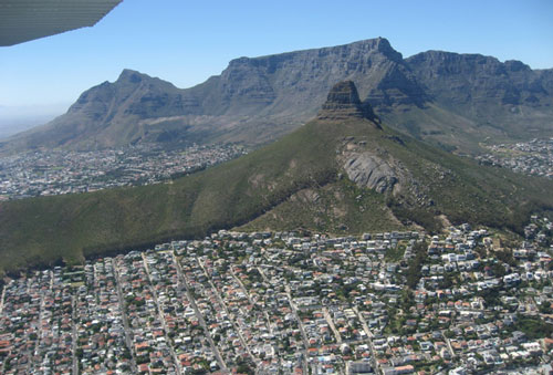things-to-do-scenic-flights-table-mountain.jpg